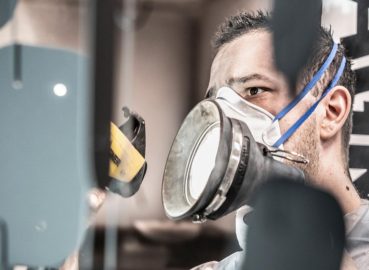 Le fasi pre-verniciatura comprendo lavaggio, degasaggio, pre-montaggi e mascheratura